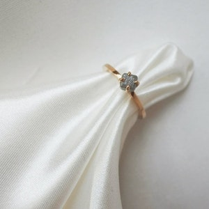 """""""Raw"""" ring in gold with a cubic raw diamond"""