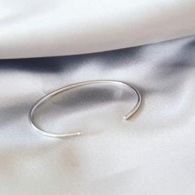 """""""Dot"""" bangle in silver"""