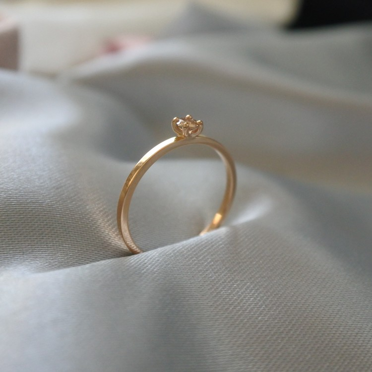 """Stellar"" ring in gold with a 0.10ct champagne diamond"