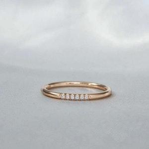 """""""Aurora Sparkle"""" ring in gold, choose gemstones"""