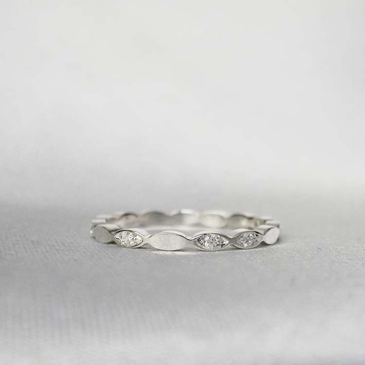 """Galaxy"" guldring med TW/VS diamanter (10x0.01ct)"