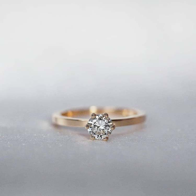 """North Star"" ring med en 0.50ct W/SI diamant"