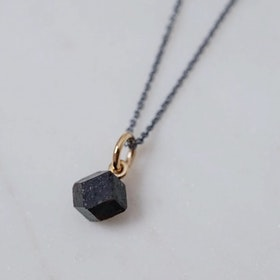 """Abisko"" pendant in 18K gold with a raw garnet crystal found in Abisko"