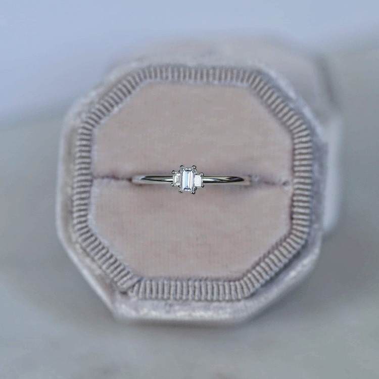 """Artemis"" ring with baguette cut diamonds"