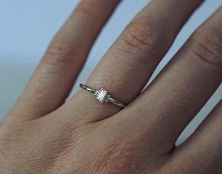 """Artemis"" ring with baguette cut diamonds"