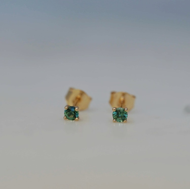 """Stellar"" Earstuds in 18K gold with green tourmalines"