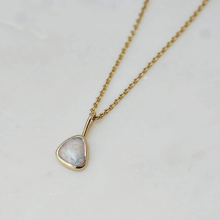 """Opal"" pendant in gold"