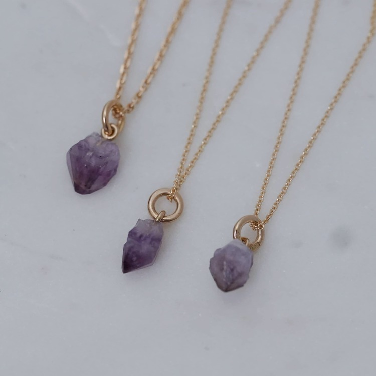 """Surahammar"" pendant in gold with a raw Swedish amethyst"