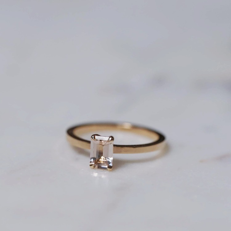 """Mini Venus"" ring with a champagne morganite in gold"