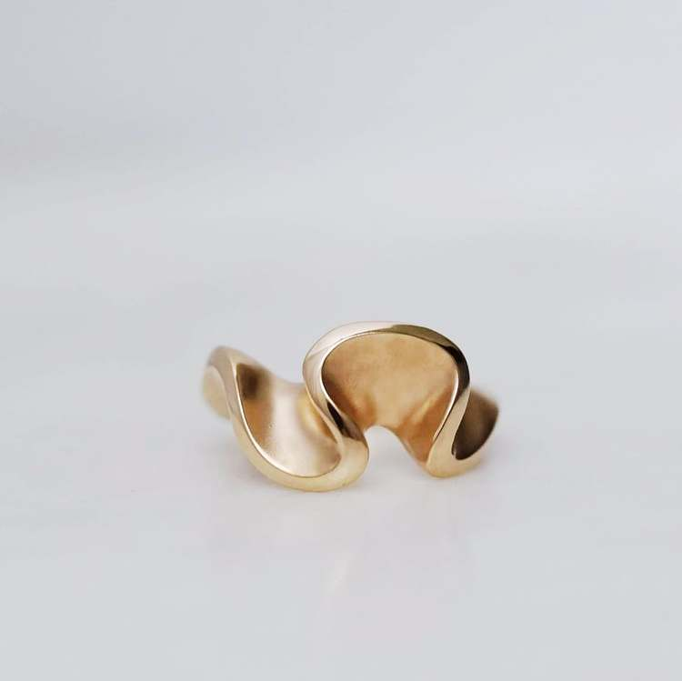"""Flow"" ring i guld"