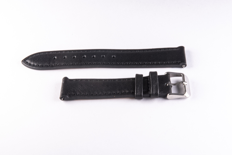 Klockarmband av svart läder med svart söm 20mm