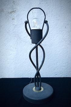 Svart lampa