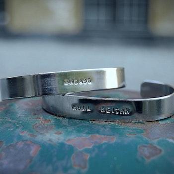 Badass armband i återvunnet stål
