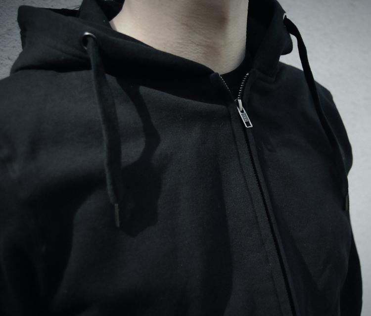 Nattsvart hoodie