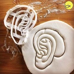 Kakform - Ett öra med en hörapparat