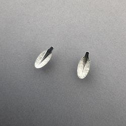 Örhängen, små ovala löv