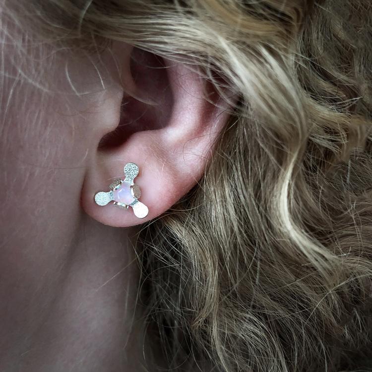 Örhängen med rosenkvarts