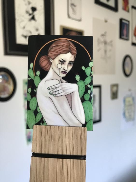 Sticker: taggarna utåt