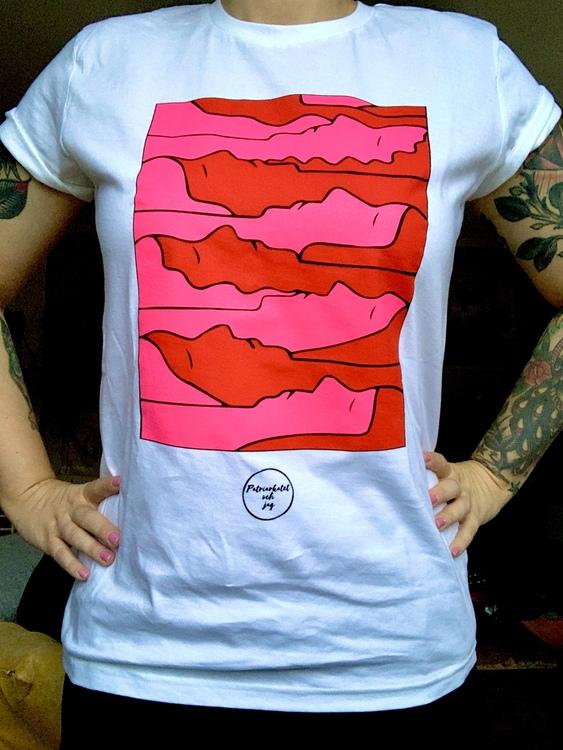 """Vit t-shirt """"trötta kvinnor"""""""
