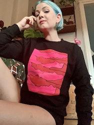 """Svart sweatshirt """"trötta kvinnor"""""""