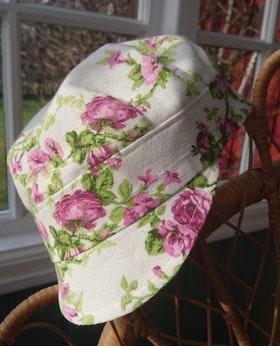 ÅTERBRUK  Keps Rosa blommor
