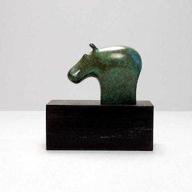 """""""Hippo"""" - Grön flodhäst på svart sockel."""