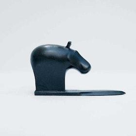 """""""Hippo"""" - Svart flodhäst på brevkniv."""