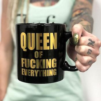 Queen of Fucking Everything XXL Mugg