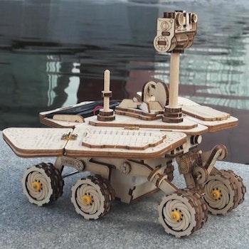 DIY Modelkit i Trä - Solcellsdriven Robot