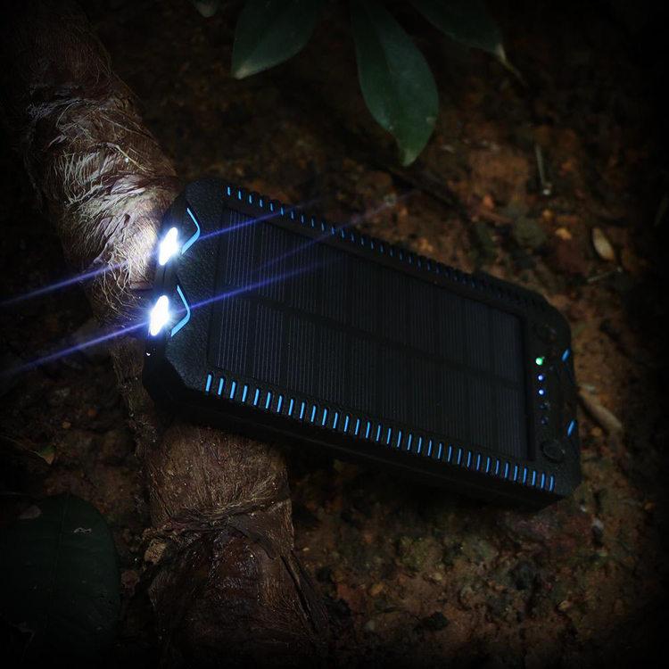 Solar Powerbank 20000mAh med ficklampa och eldstarter