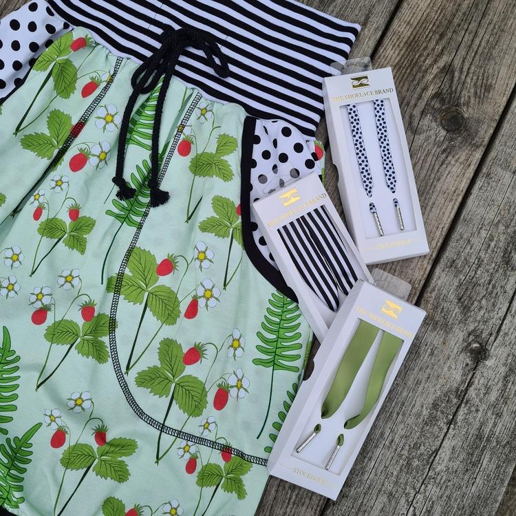 SKOSNÖRE - Willow green silk