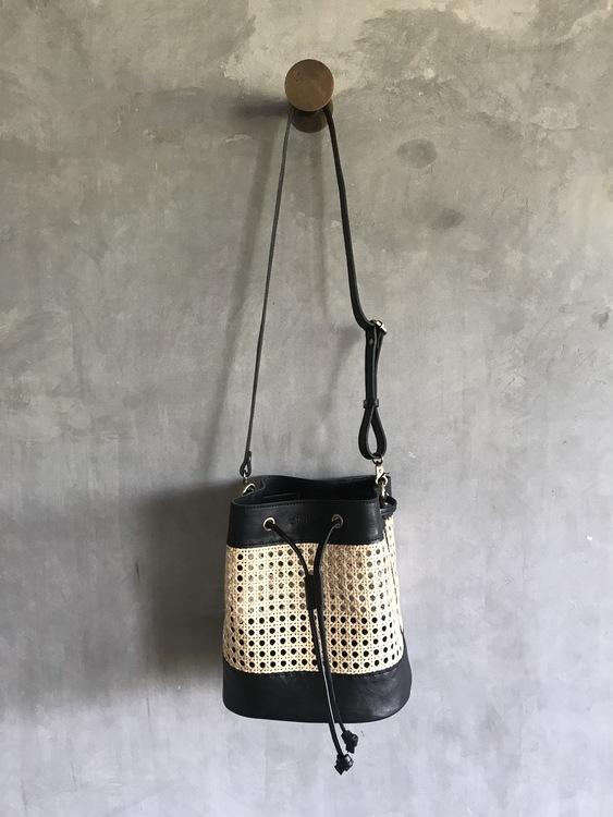 Alixtra Rotting Bucket Bag Black