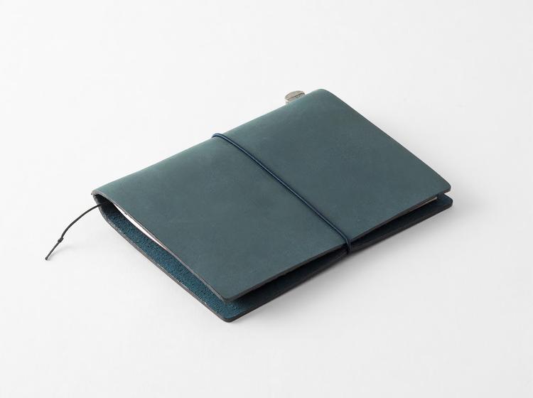 Traveler's Company Traveler's notebook – Blue, Passport size (Starter Kit)
