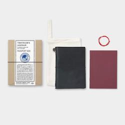 Traveler's Company Traveler's notebook – Black, Passport size (Starter Kit)