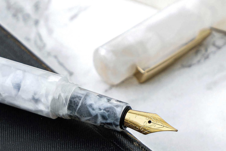 Hightide Attache Marbled Fountain Pen Vit