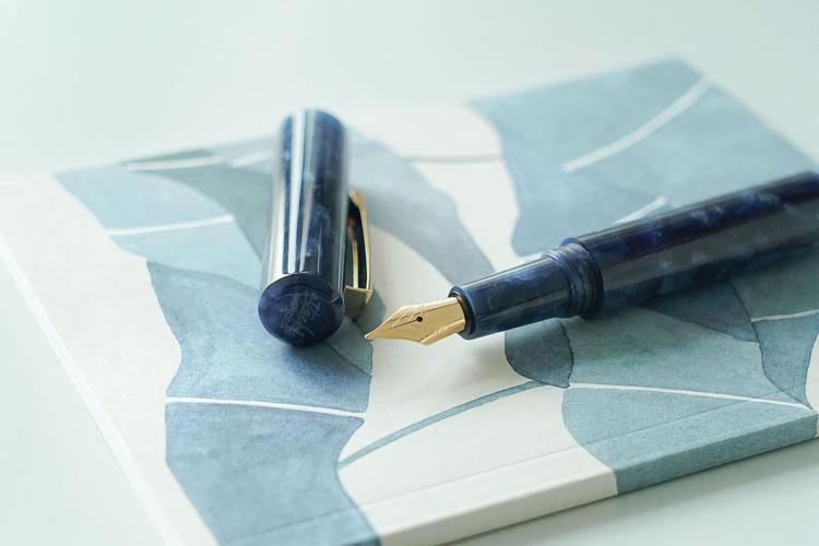 Hightide Attache Marbled Fountain Pen Blå