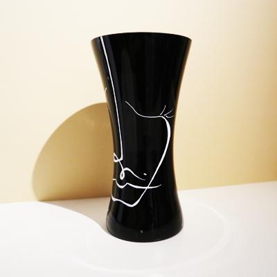 Svart handmålad vas, 25 cm
