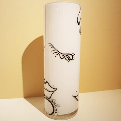 Vit handmålad vas, 30 cm