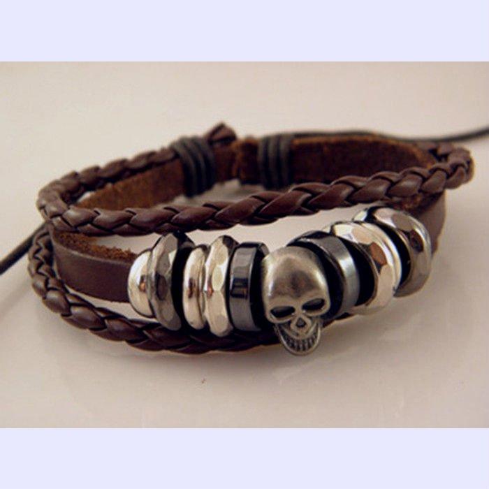 Harem Holiday - Brunt läderarmband med ringar och dödskalle