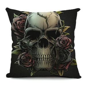 BED OF ROSES - Kuddfodral med dödskalle och rosor