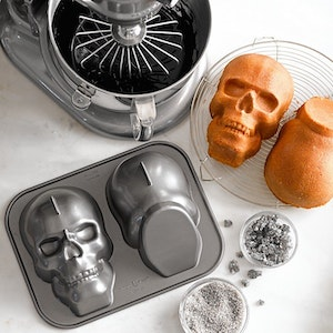 DÖSKALLEFORM- Nordic Ware Haunted Skull Cake Pan