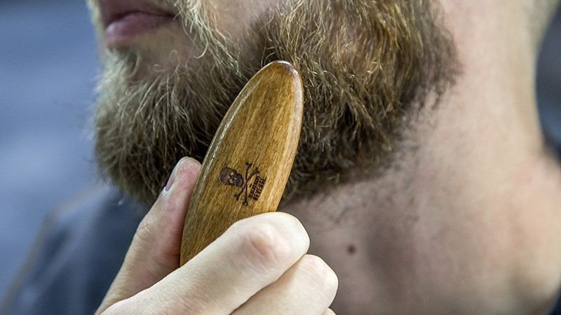 RESESKÄGGBORSTE - Travel Beard Brush, Bluebeards Revenge