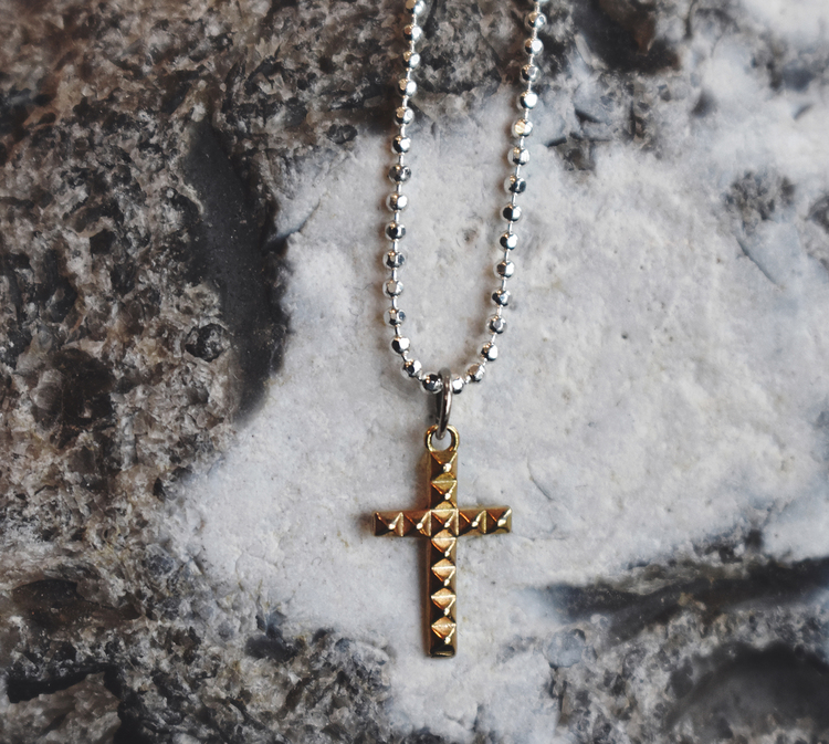 Cross necklace 18k gold
