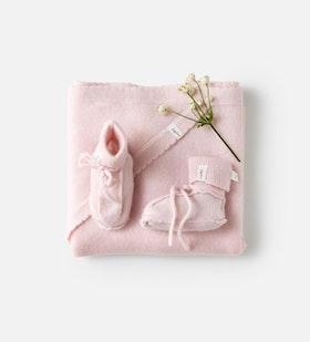 Scallop Blanket & Bootie Set