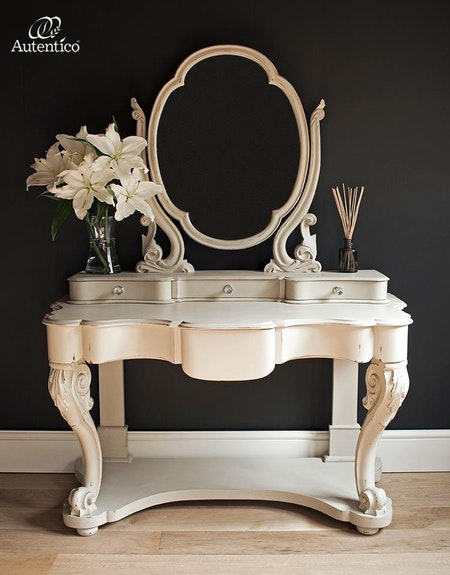 "Regency White ""Autentico Vintage"""