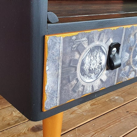 "Soffbord/TV-bänk ""Steampunk"""