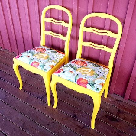 """2 st stolar """"Renoveringsuppdrag"""""""