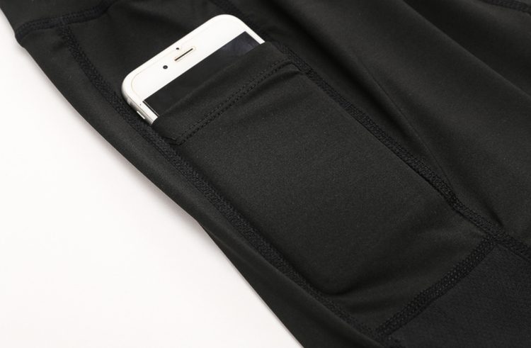 Svarta elastiska Träningsshorts fickor på båda sidorna