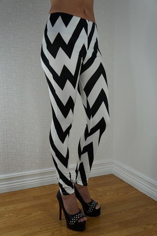 Vita leggings med svarta ränder