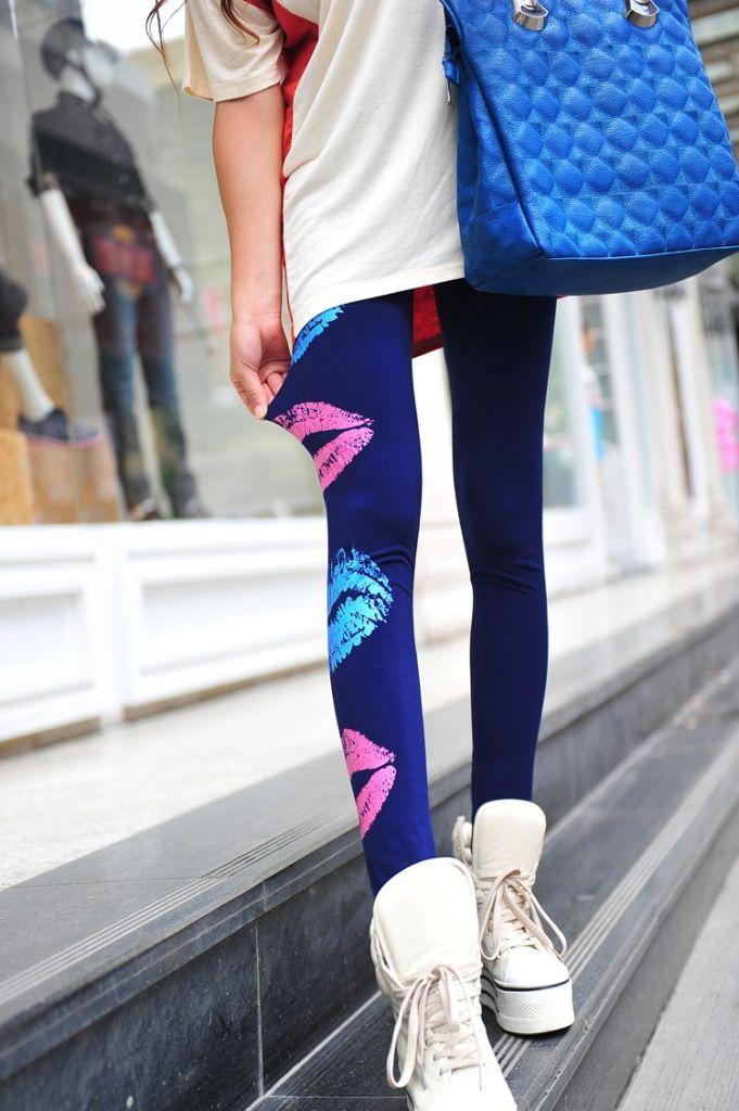 Mörkblå leggings med läppar